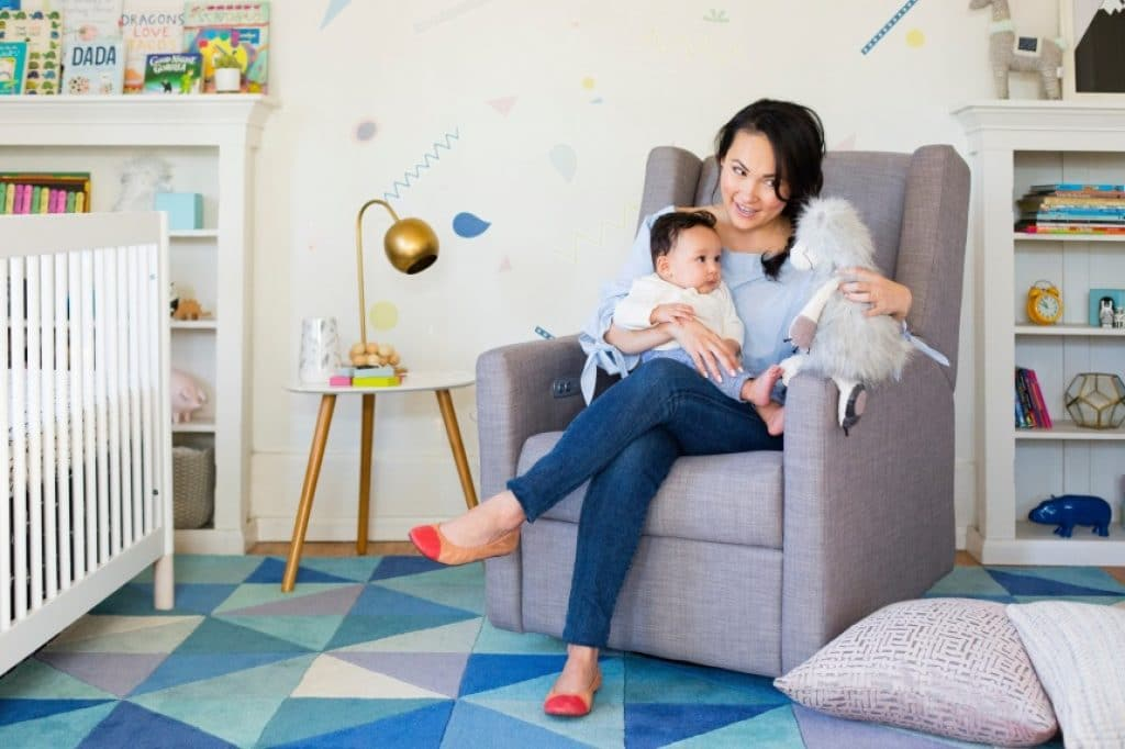 9 Best Nursery Chairs – Most Comfortable Experience for You and Your Little One