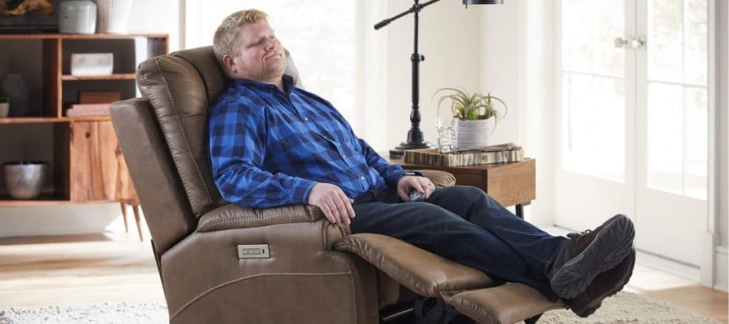 8 Excellent Recliners for Big Men – The Sturdiest and Most Comfortable Picks