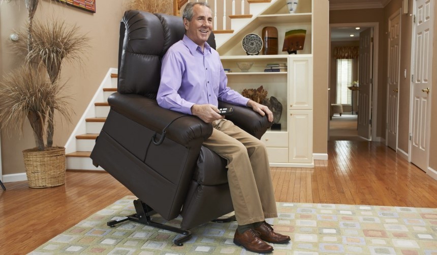 10 Best Recliners for Elderly to Offer You Health Benefits and Luxurious Comfort
